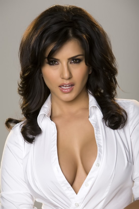 The porn star image of Sunny Leone is still not known to the Bigg Boss 5 ...